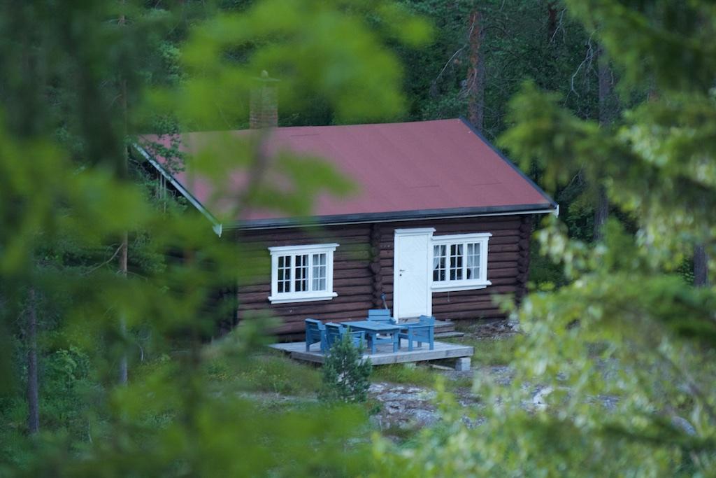 Bilde av Trolltjørnhytta, laftet hytte som ligger ved Trolltjørn